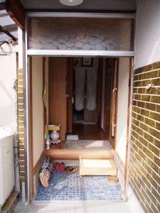 玄関ドア交換施工中写真
